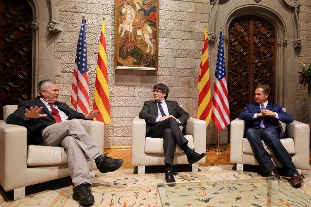 Dana Rohrabacher, Carles Puigdemont y Brian Higgins en la Generalitat