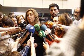 """Susana Díaz despide a Chacón en la capilla ardiente: """"Era dulce, rebelde y honesta"""""""