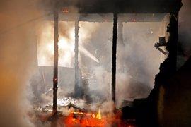 Al menos diez heridos en un incendio registrado en un campamento de refugiados en el norte de Francia