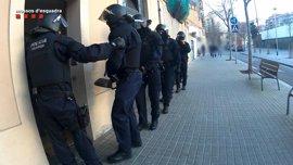 Seis detenidos en Barcelona, Toledo y Zafra por estafar a 340 ancianos haciéndose pasar por revisores del gas