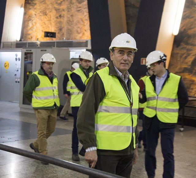José Ignacio Galán, en su visita a una instalación.