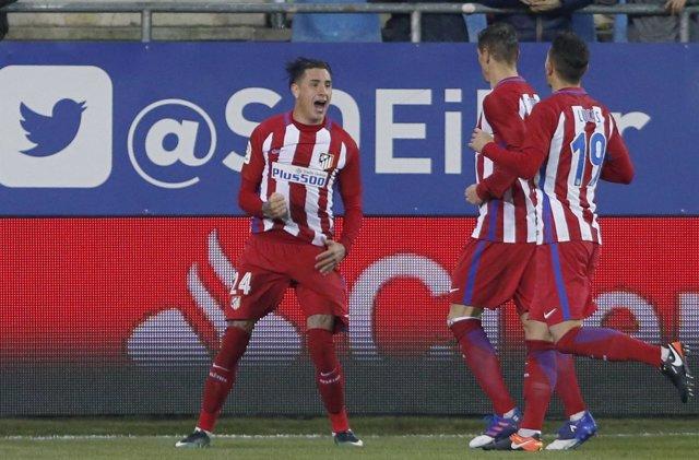 Giménez celebra un gol con el Atlético de Madrid