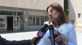 """Armengol dice que el PP """"dejó sin contestar"""" 2.200 preguntas escritas y que el Govern ha respondido 9.600"""