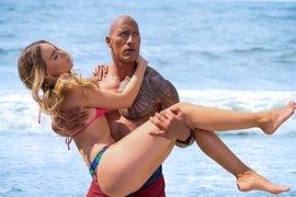 Baywatch: Dwayne Johnson promete un montón de desnudos gratuitos en Los Vigilantes de la playa