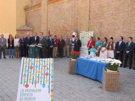 Las plazas de Murcia se engalanarán con esculturas florales y jardines verticales en las Fiestas de Primavera