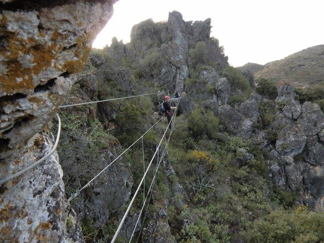 Vía ferrata atajate málaga turismo naturaleza interior escalada viajeros turista