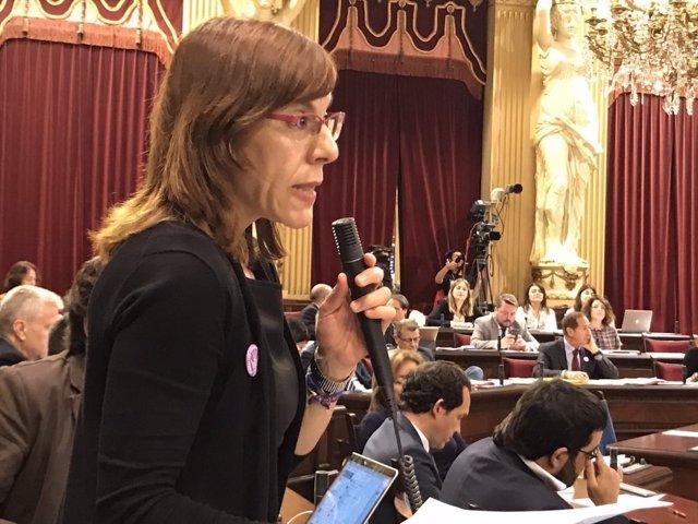 Laura Camargo en el pleno del Parlament