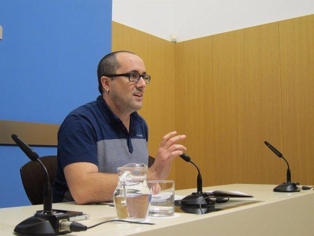 El consejero municipal de Servicios Públicos y Personal,  Alberto Cubero