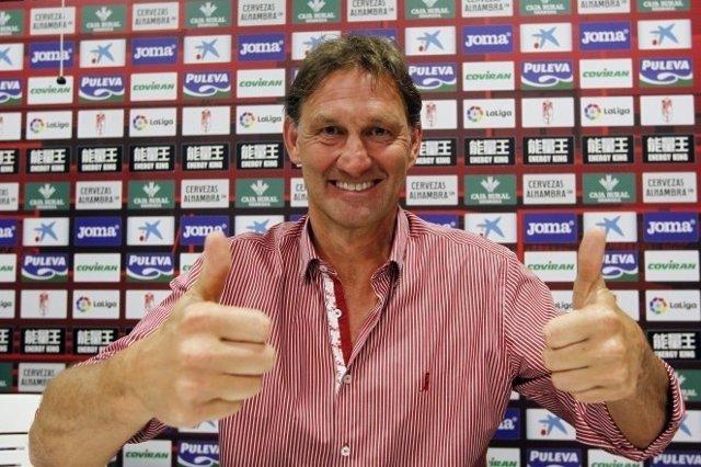 Tony Adams, nuevo entrenador del Granada