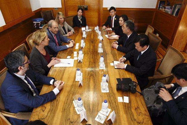 Reunión de la consejera Marta Gastón con la delegación de esta ciudad china