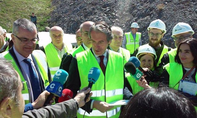 El ministro de Fomento visita las obras del AVE a Galicia