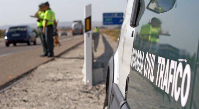 La Guardia Civil de Tráfico en un control