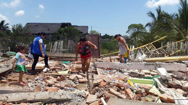 Voluntarios de Plan International en las zonas afectadas por terremoto Ecuador