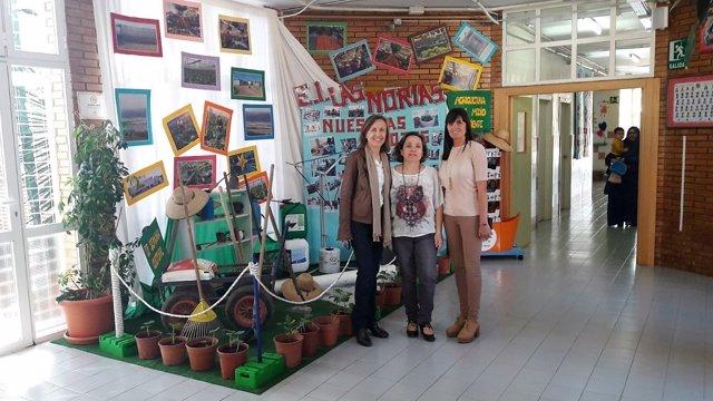 La delegada de Educación visita un centro público
