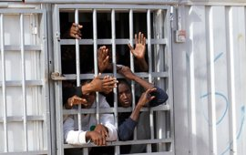 """Un """"mercado de esclavos"""" al servicio de las mafias en Libia"""