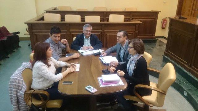 Representantes de Andalucía Emprende y del Ayuntamiento de Lucena