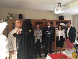 "El consejero de Turismo resalta la ""singularidad"" de la Semana Santa de Lucena (Córdoba)"