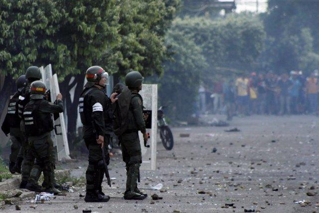 Soldados en una protesta en Venezuela