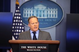 """Un ministro de Israel pide a Spicer que """"se disculpe o dimita"""" tras decir que Hitler no usó armas químicas"""