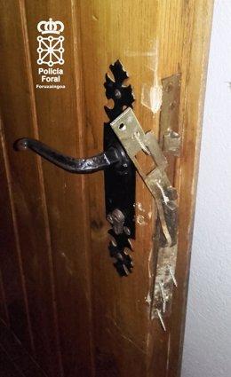 Daños en la puerta del club de jubilados.