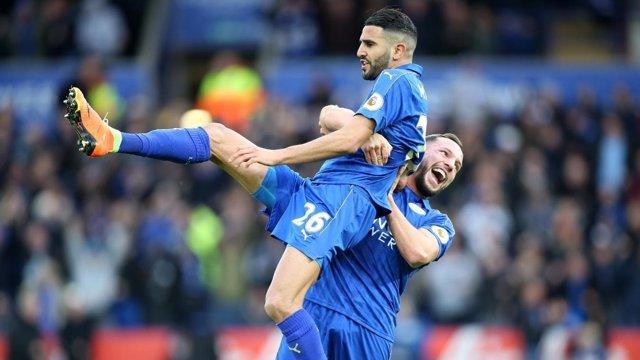 Mahrez celebra un gol de Leicester