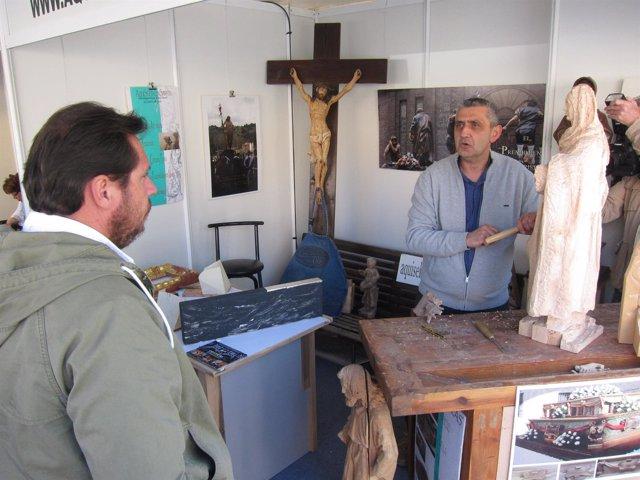 El alcalde de Valladolid observa el trabajo del presidente de Foacal