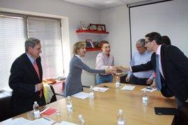 Fomento y Cruz Roja colaboran para mejorar los planes por contaminación marina accidental en los puertos de la Región