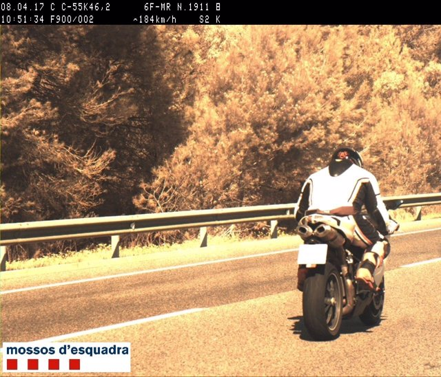 Moto duplicando la velocidad en la C-55 en Súria
