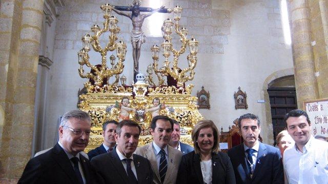 Fátima Báñez y José Antonio Nieto en la hermandad de la Misericordia
