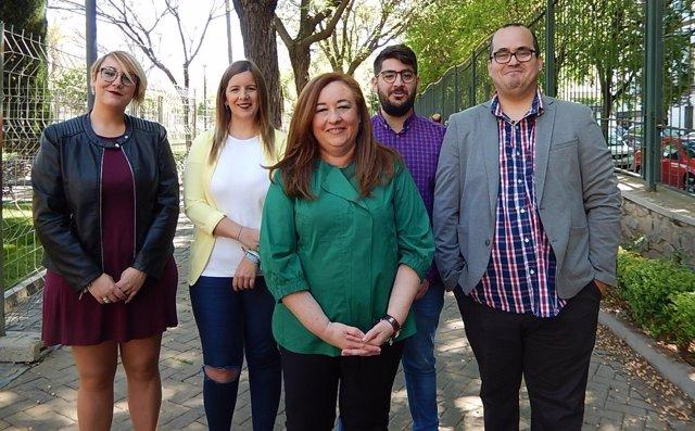 Soledad Pérez (centro) con otros responsables socialistas