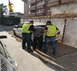 Detenidos dos hombres acusados de 26 robos en viviendas de urbanizaciones de Altea
