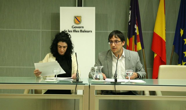 La directora general de Trabajo, Isabel Castro, y el conseller Iago Negueruela