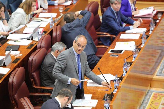 El consejero Rafael Van Grieken en la Asamblea de Madrid