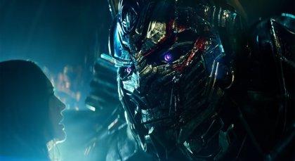 """Épico tráiler de Transformers El último caballero: """"Para que mi mundo sobreviva, el vuestro debe morir"""""""