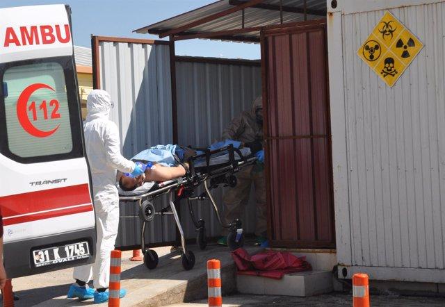 Víctima del ataque quimico en Idlib trasladada a Turquía