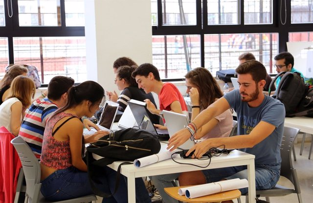 Estudiantes de la escuela técnica de arquitectura málaga