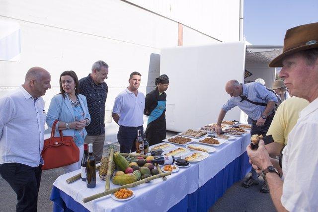 El crucero Ocean Novoa llega al puerto de Motril (Granada)