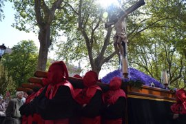 El 'Gaudeamus Igitur' recibe al 'Santísimo Cristo de la Luz' en Valladolid