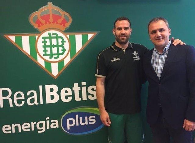 Carlos Cabeza llega al Betis