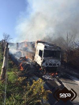 Camión incendiado