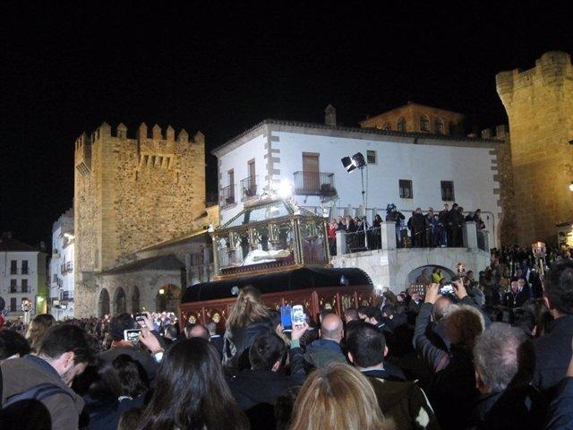 El Santo Entierro sale este Viernes Santo a las calles de Cáceres
