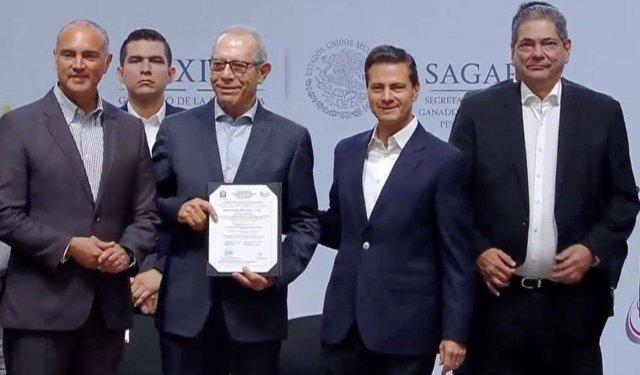 Enrique Peña Nieto en la entrega los primeros certificados Halal en México