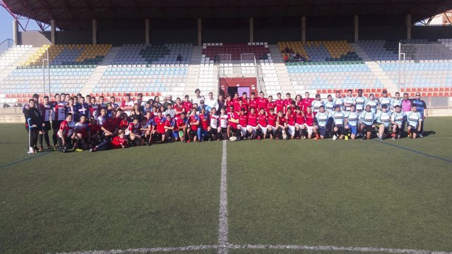 La Diputación promociona el deporte del rugby entre los más jóvenes.