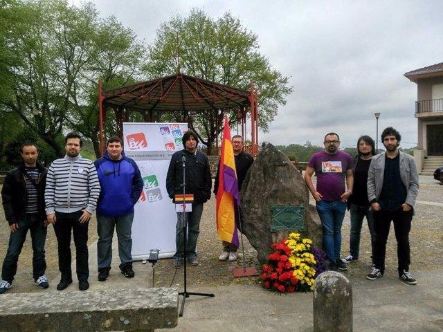 Ofrenda floral en Lavacolla con motivo del 86 aniversario de la II República