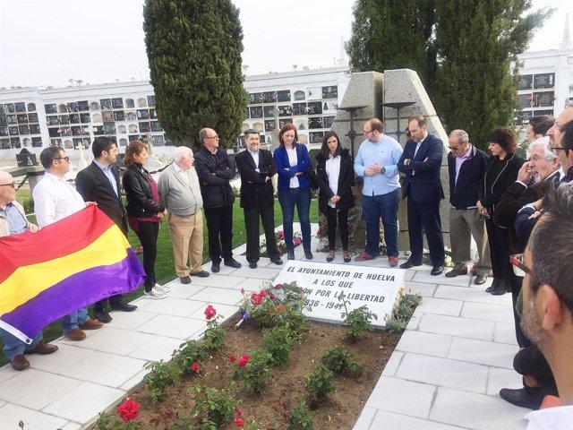 Acto del PSOE en el cementerio de La Soledad de Huelva