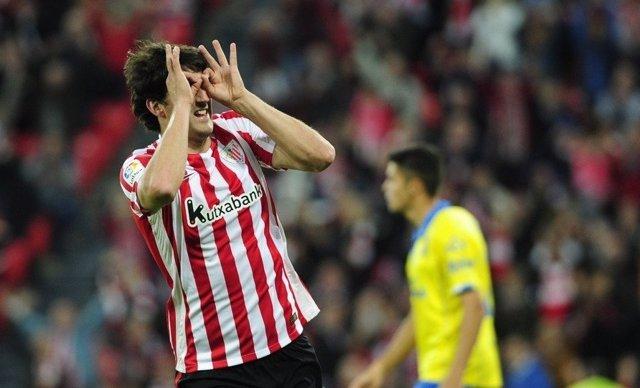 Mikel San José celebra un gol con el Athletic
