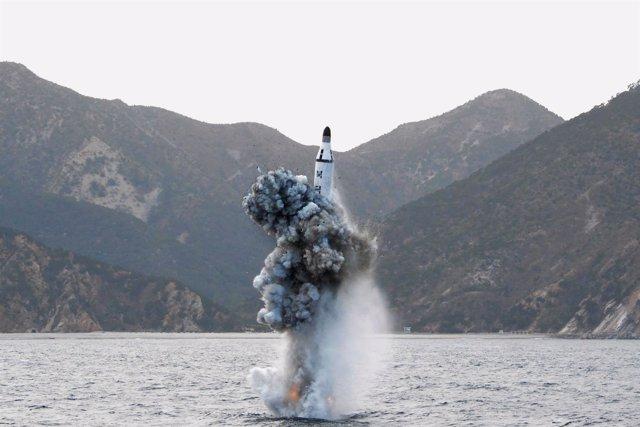 Lanzamiento submarino de un misil balístico por Corea del Norte