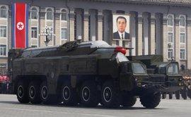 Pyongyang suma lo que podría ser un misil balístico intercontinental a su demostración de fuerza del Día del Sol