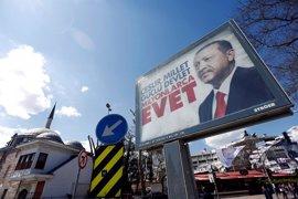 Erdogan, a un paso de lograr su sueño de un sistema presidencial en Turquía