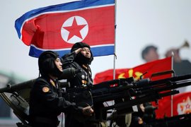 """Pyongyang amenaza con una """"guerra total"""" contra EEUU durante su gran desfile de misiles sin representación china"""